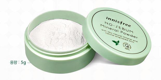 4. Innisfree 礦物質控油蜜粉 擦在容易出油的部分,能防止掉妝 有瀏海的女生也可以上在額頭 小編會在上眼妝前使用,眼妝比較不容易花