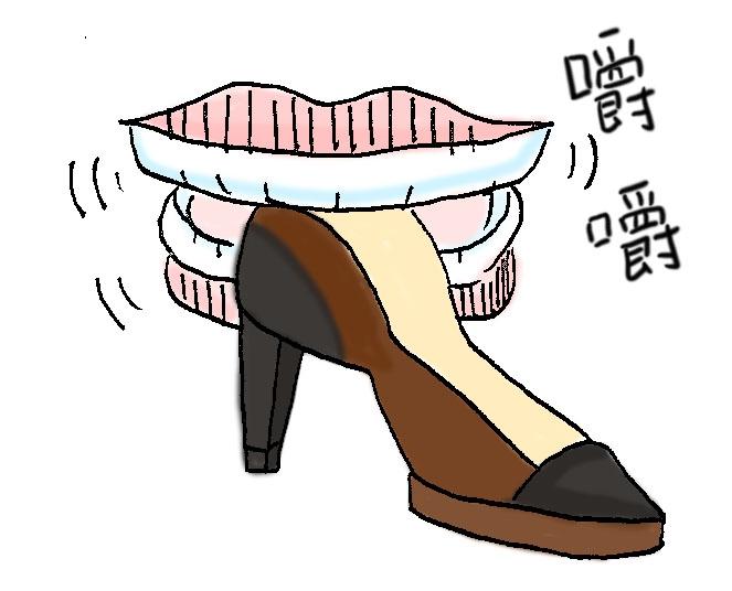 #先咬你的鞋 聽老一輩的人說過怕被鞋子咬腳,就要先咬它(報復心?) 而且還不能被鞋子聽到你要教訓它  怎麼越聽越奇怪XD