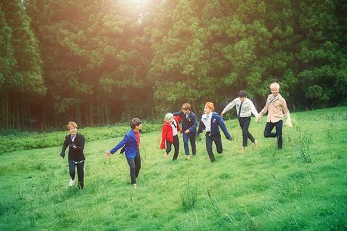 防彈少年團終於在30日正式回歸,發行迷你專輯《花樣年華 pt.2》~ 粉絲們真的是望穿秋水,脖子都伸直了呢...尖叫聲在哪裡?!!!