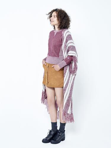 休閒的棉T加個流蘇罩衫就能變成異國風耶,想不到還有這樣的搭配,太聰明了!