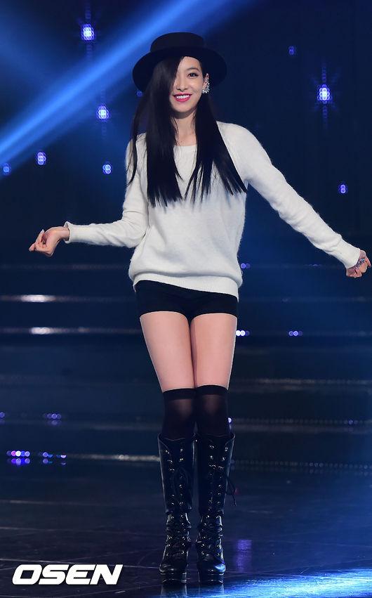 未正式出道就和Rain共同拍攝廣告、出演安七炫、Super Junior-M、SHINee音樂錄影帶女主角