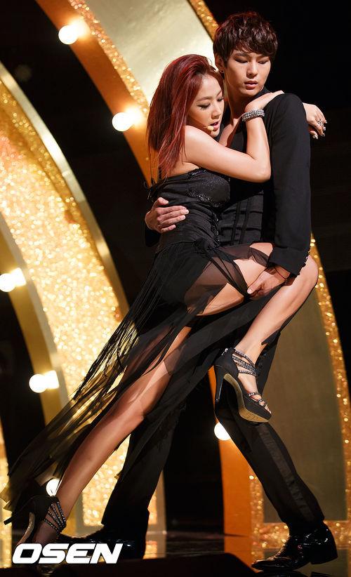#韶宥_give it to me 最後的這組 韶宥雖然不是和藝人合作 但在《give it to me》裡展現的couple dance 也相當令粉絲驚豔