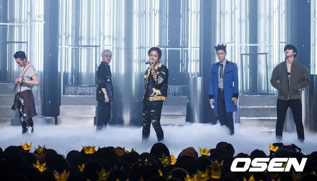 BIGBANG 的演出也非常吸睛,完全就是演唱會的等級了!