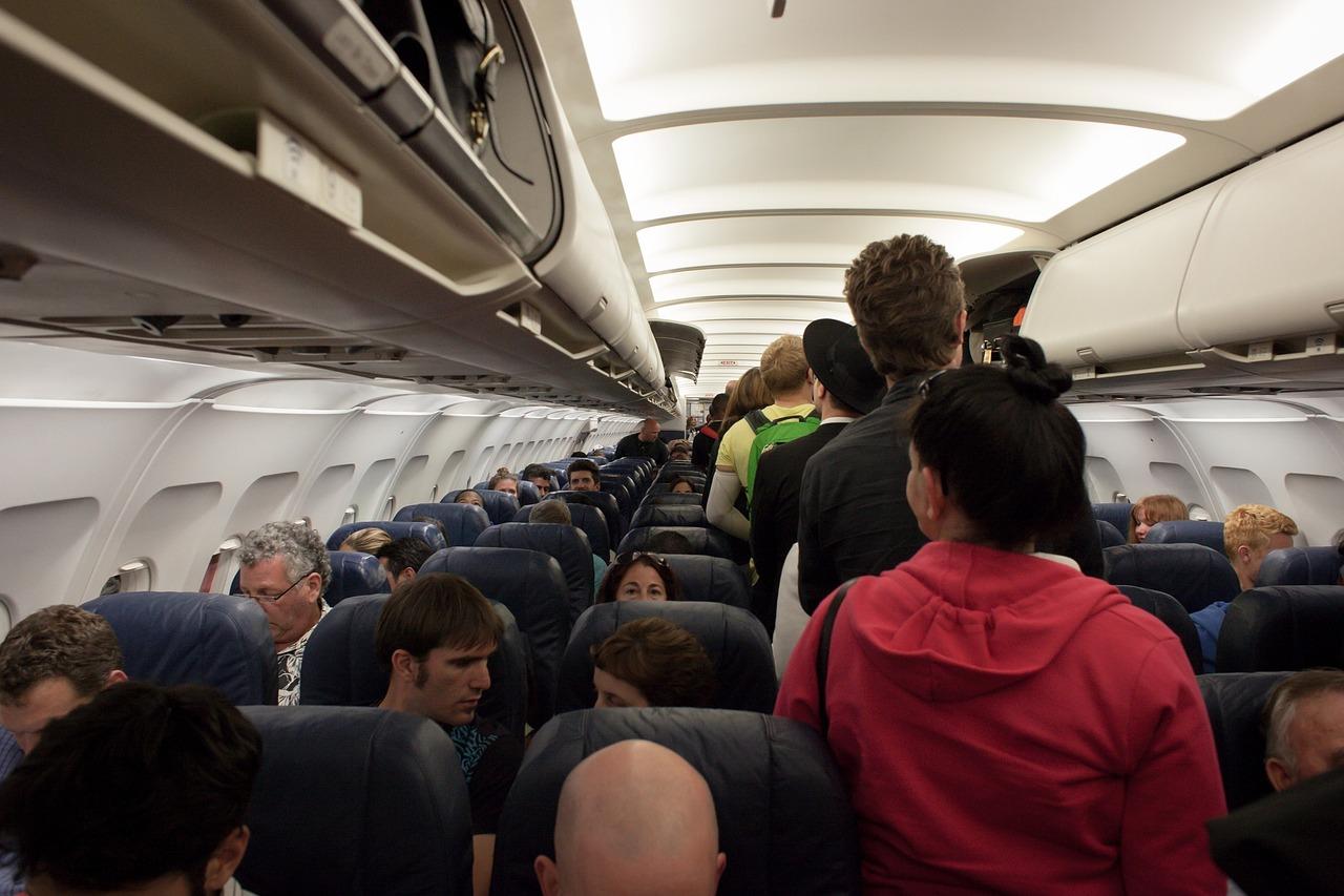 但如果在飛機上遇到這8種人 你應該會很想大喊:我的槍呢 (小編溫馨提醒:只能想想喔 機上安全從你我做起)