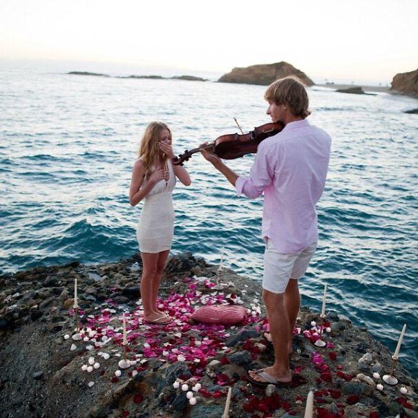 2. 只是為了我一個人演奏的歌曲以及求婚 哎喲,好浪漫啊....♡ 會玩樂器的男人永遠都是對的.
