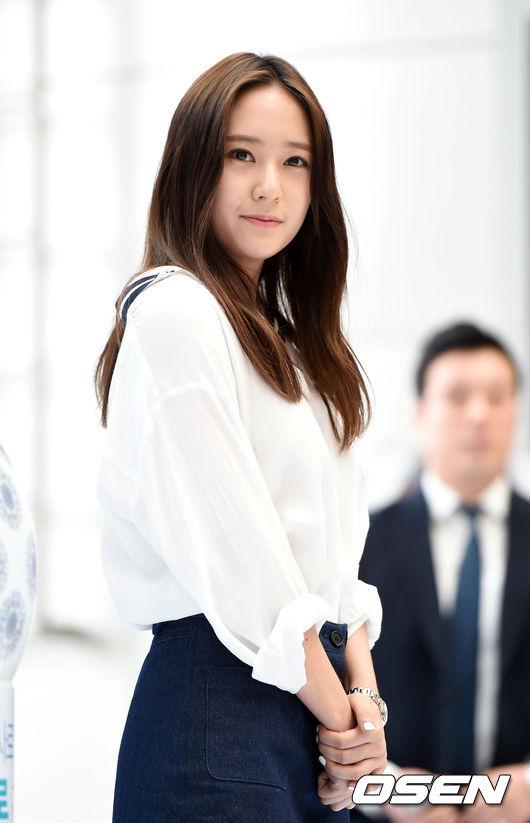 結論是,Krystal 真的沒有臭臉或是心情不好啦! 雖然知道韓國網友很愛「看見黑影就開槍」,但在發文之前應該先了解一位明星才行,大家說對不對啊?>_<