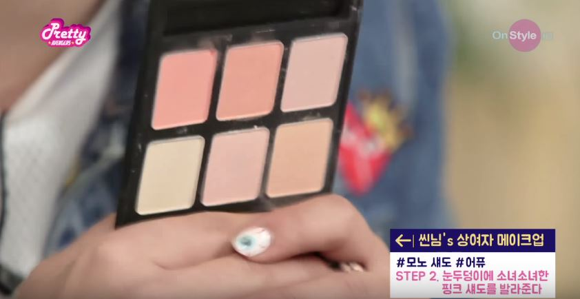 第二步 眼妝 清純的話 當然要選擇粉嫩色系的眼影囉