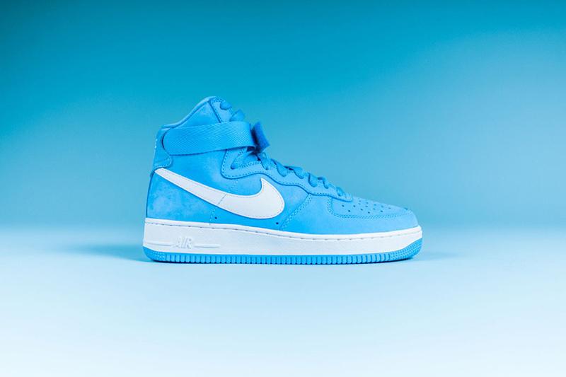 這個月推出了高筒Air Force 1最新配色「BABY BLUE」!鞋身採用高級皮革取代磨砂麂皮材質,成為了前所未有的清新乾淨配色!一股透心涼阿~~~~