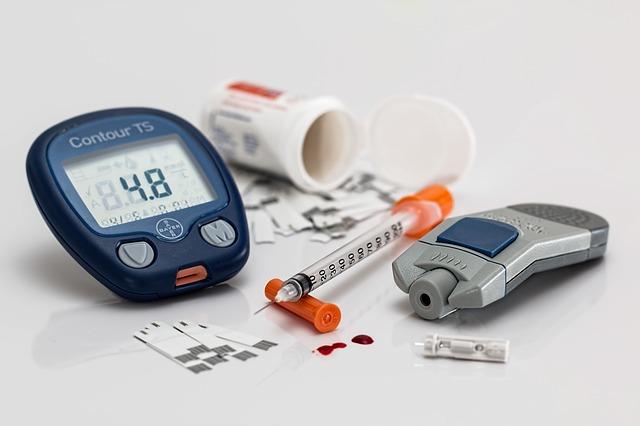 糖尿病會發出去光水與水果的味道,腎臟部分疾病會發出氨氣的味道,肝疾病會發出魚的味道.