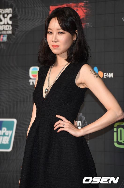 因為落落大方地表現自己,讓韓國女生們也不斷稱讚孔曉振,魅力爆發的她也同時散發出「讓人想親近的歐逆style」