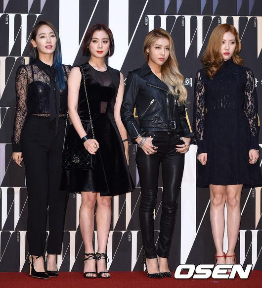 JYP 娛樂表示,對於會不會參加年末頒獎典禮還在思考討論中,預計下禮拜會告訴大家最終結果,目前還沒有確定行程。