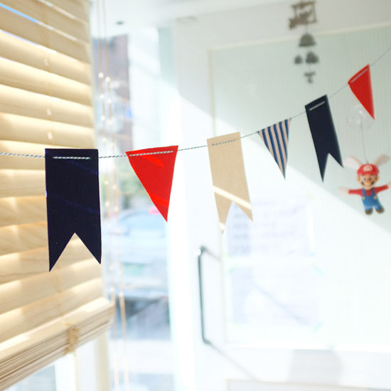 所謂「牆面掛飾(garland)」? 就是掛在牆上增添節日氣氛的裝飾帶。