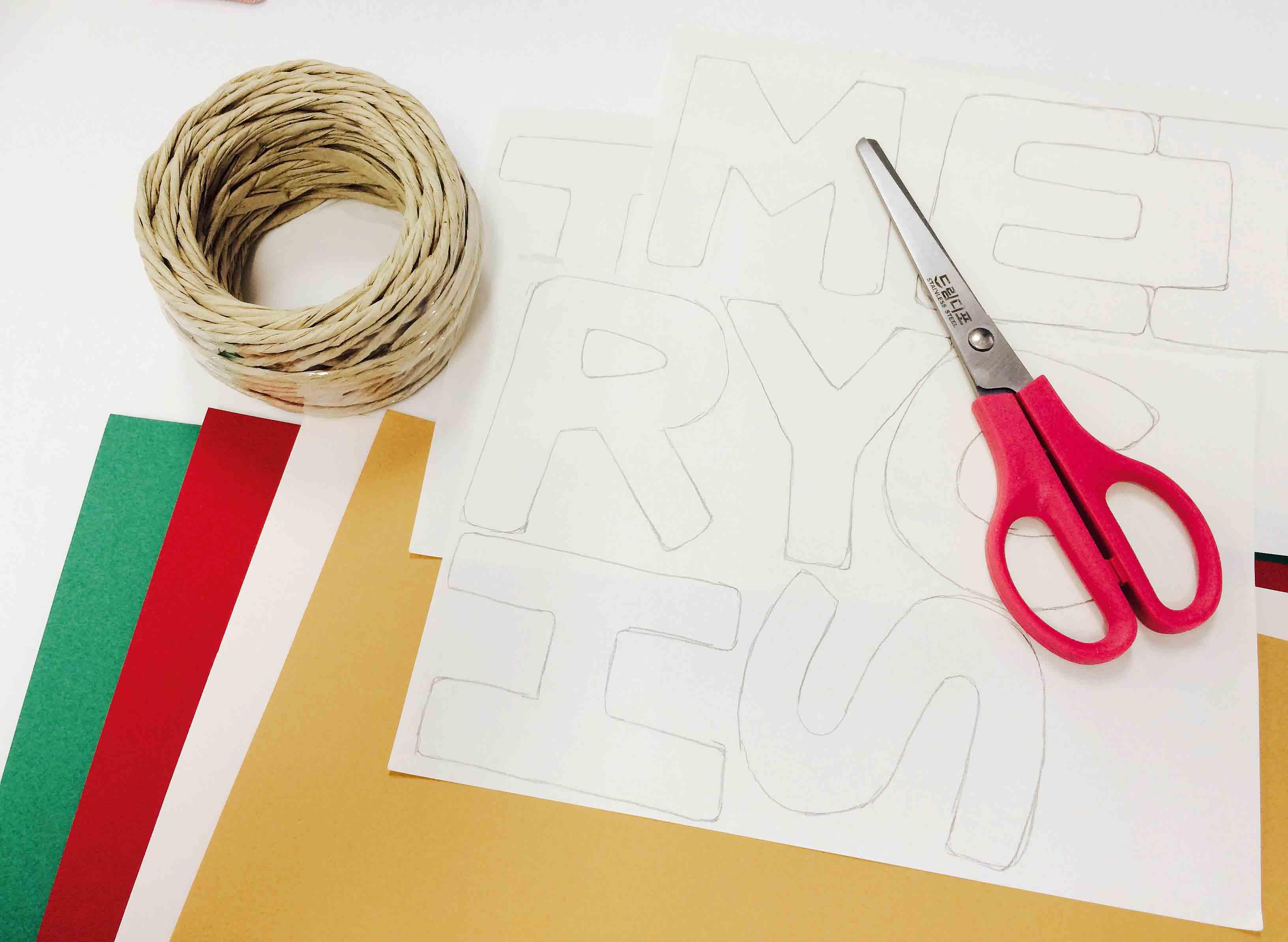 準備物:圖案, 彩紙 or 毛氈紙, 繩子, 剪刀