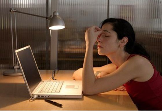 4. 常熬夜 皮膚再生的時間是晚上十點到凌晨兩點,所以熬夜或睡眠不足會影響皮膚的好壞