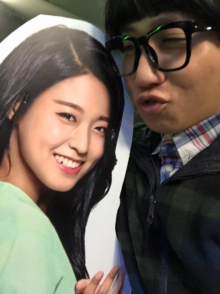 在雪炫掀起的傳奇海報大亂即將平息之時,SKT(韓國電信公司)又掀起了第二輪的強攻...