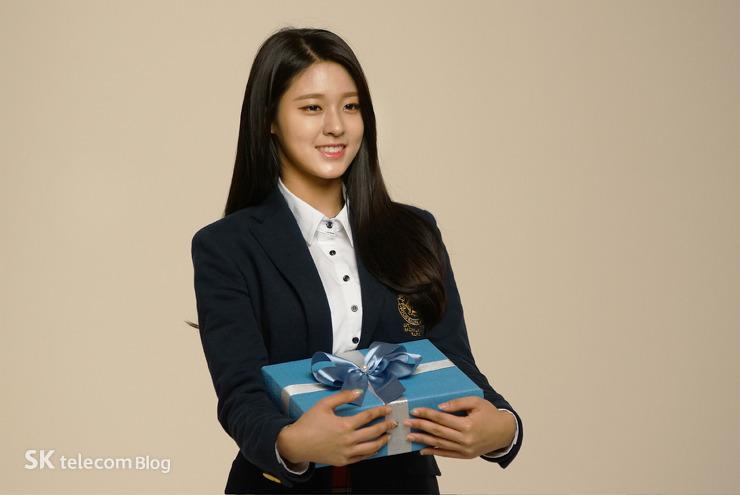 同時,還公佈了「傳奇雪炫」的校服裝扮...n(*≧▽≦*)n