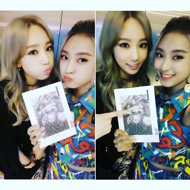 寶拉和太妍也關係不錯,曾經幫太妍宣傳這次的solo專輯,嘟起嘴巴靠近的自拍,顯示兩人十分親近~