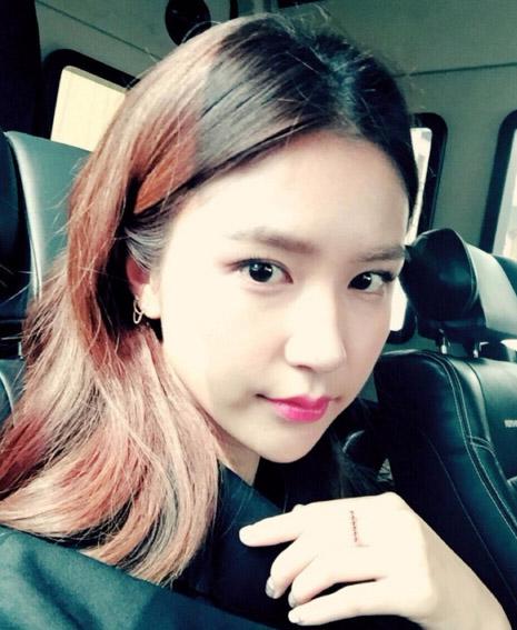 她是Vivian 1993年生,比Yuri小四歲的表妹