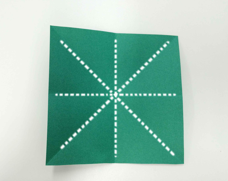 2. 展開彩紙后,再疊十字! 折疊后展開的樣子如上圖
