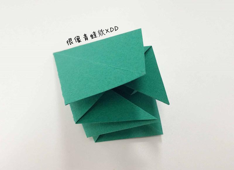 把四個角都折疊好之後,如圖所示!
