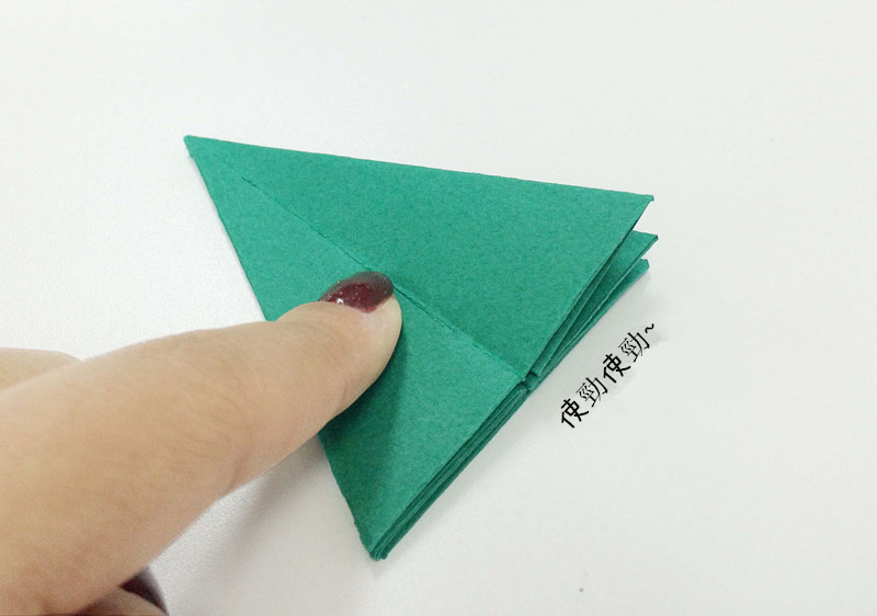 在折紙的時候,常常都要用力壓一下!