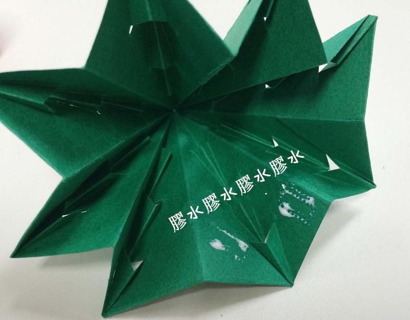 10. 想要聖誕樹看起來更結實更精緻,請在樹內部涂一點膠水,起到固定作用!小編用的是木工用的膠水哦O(∩_∩)O~