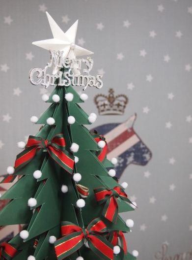 如果你做的聖誕樹夠大...大....大的話,你還可以這樣把它裝扮一番;