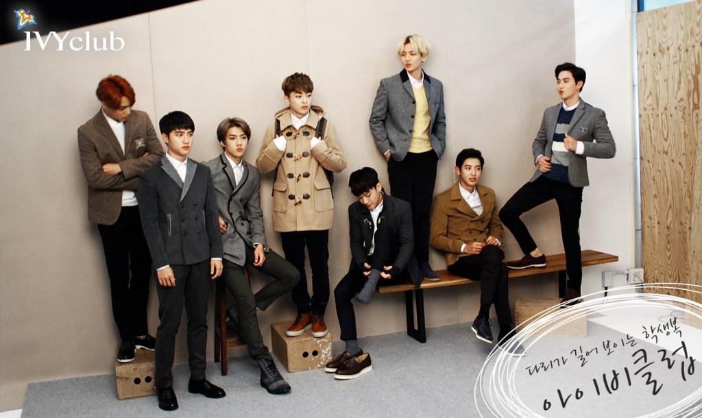 大家有發現嗎?當大家的姿勢看起來都很帥氣的時候,EXO的大哥Xiumin「獨自賣萌中♥」手還這樣拉著背包