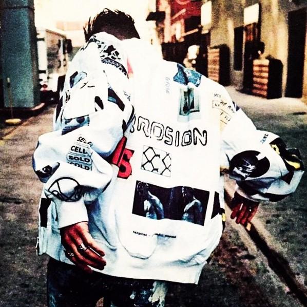 另外是充滿圖案的後背設計風格外套,BIGBANG今年回歸的飛行夾克造型也運用了大量的後背設計!