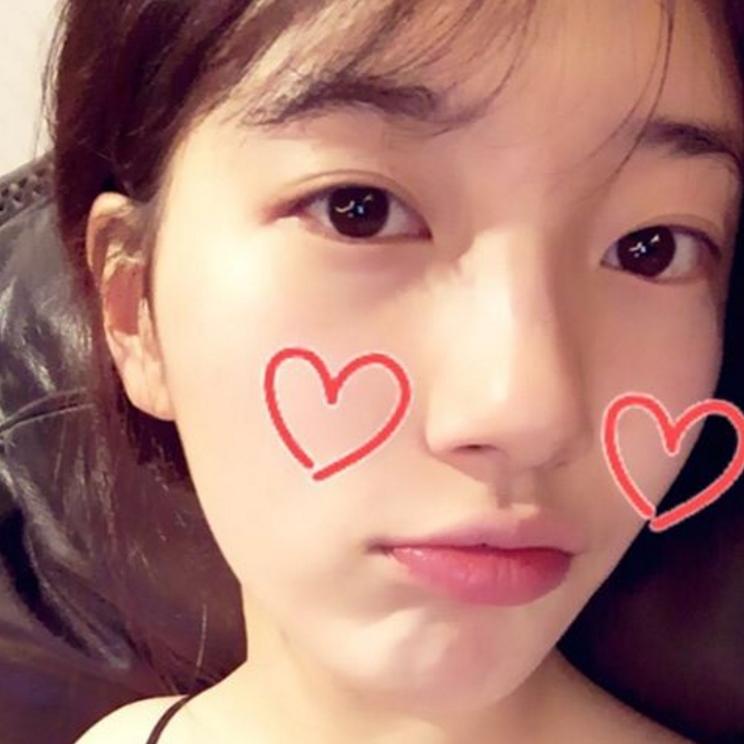 雖然這張看起來沒什麼妝感,但是!不覺得這種清純可愛的眼神正是韓國歐爸們想要的假女友感嗎~~