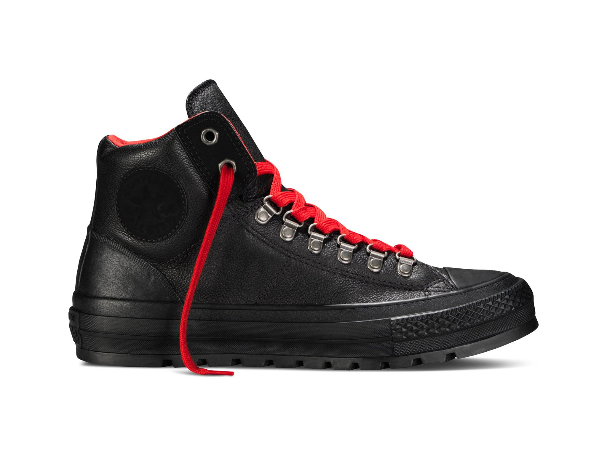 #Converse 一貫的帆布鞋鞋款,開始在鞋面材質上多了季節感的變化~