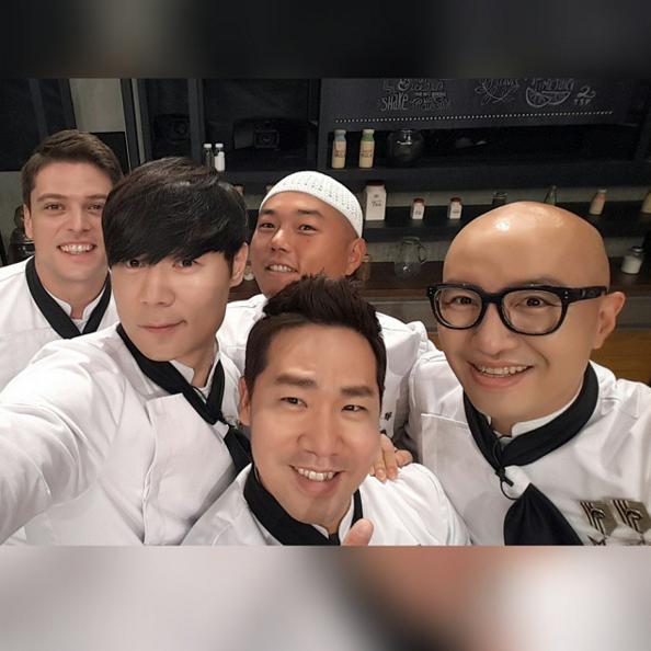 ♥ No.1 :: 《拜託了冰箱》廚師  《拜託了冰箱》是韓國的高人氣綜藝節目,廚師會直接使用來賓的冰箱,在 15 分鐘內做出美食,再由來賓自己選出最喜歡的料理。