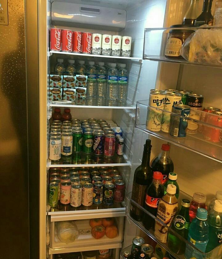 這個冰箱...第一眼看還以為是便利商店呢XD