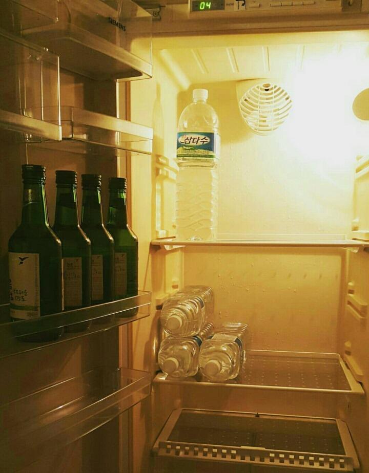 恩...這是希澈的冰箱...大家真的沒有看錯...