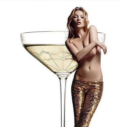 用這種酒杯盛一杯香檳的價格為 £2,123(約10萬新台幣),據悉這個杯子是以超模Kate Moss的左胸為原型打造的。