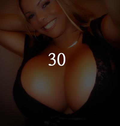 : 謝拉·阿爾梅達·赫爾希做隆胸手術的次數