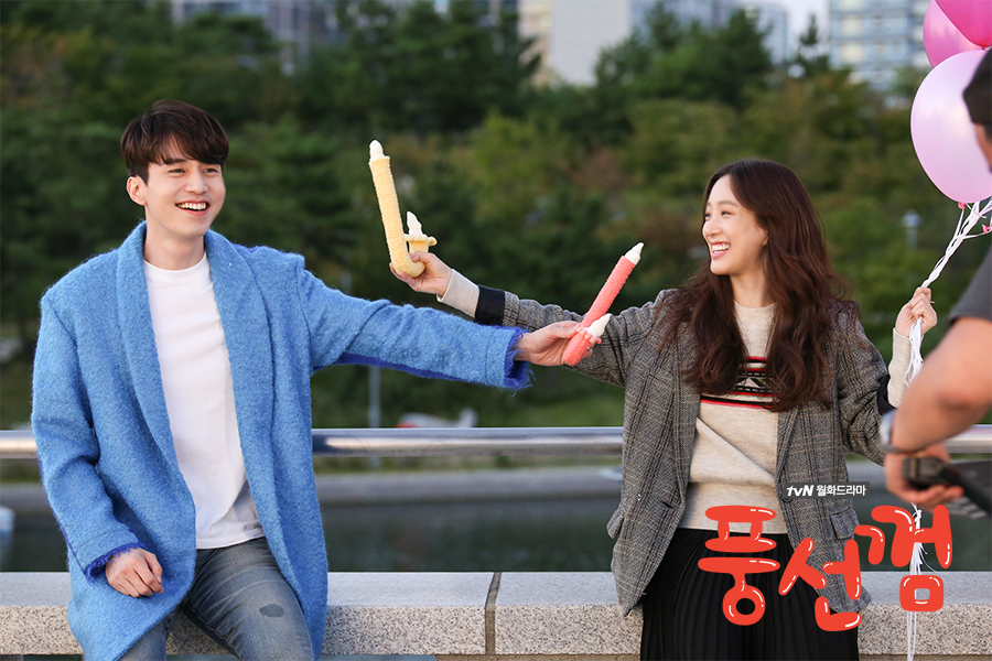 最近因為戲劇《泡泡糖》,鄭麗媛又再次獲得觀眾的喜愛~特別是女粉絲,都在論壇上大讚鄭麗媛很美,劇中的穿搭也是韓國女網友們討論的話題之一呦!