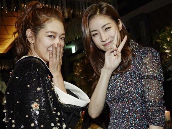 最後放上今天上榜的朴信惠和姜素拉,意外發現她們兩個同年同月同日生,血型還一樣也太巧了啦XD