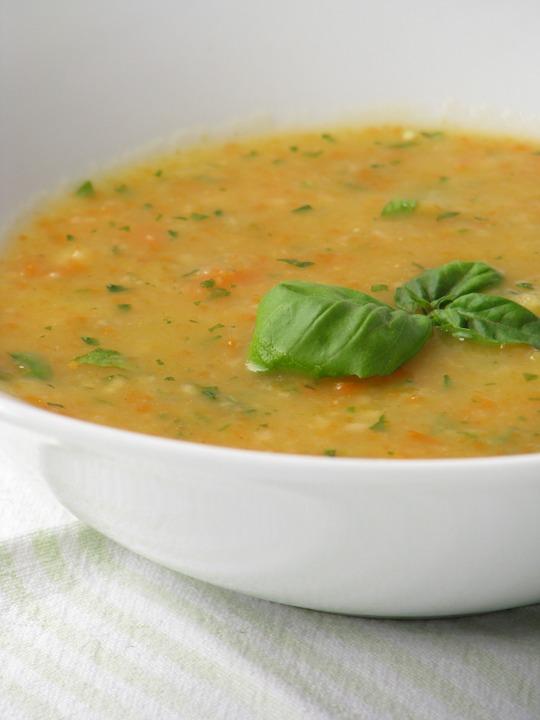 #7 飯前一碗湯 吃飯前喝一碗湯,經過實驗證明一餐可以少吃20%左右!同時也會減少攝取卡路里,特別是蔬菜湯擁有高纖維量,是更好的選擇~
