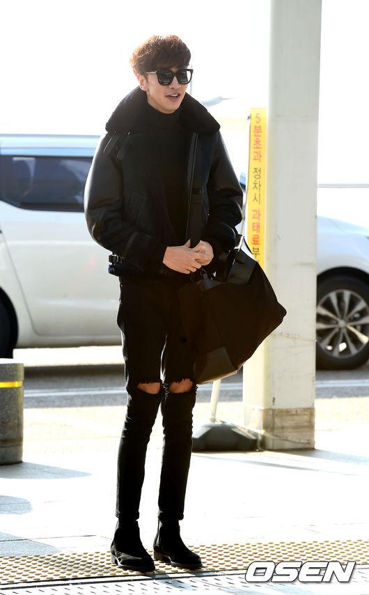 《李光洙》 雖然男友不太可能像光洙腿這~麼長!但全黑的搭配真的很受歡迎,不想太像殺手的話,可選休閒一點樣式♬