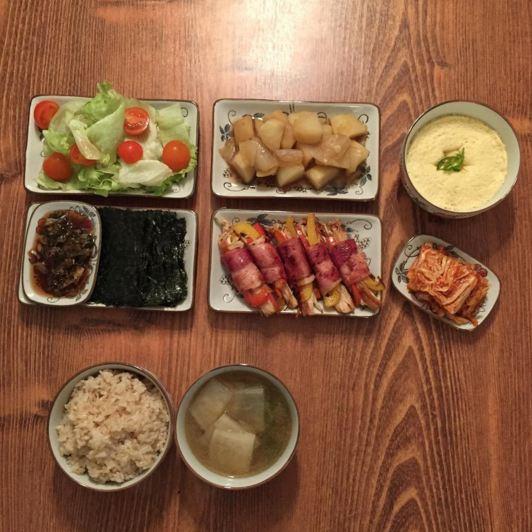 看到Kjmmmmmo的餐桌,打破了小編一貫對獨居男所有的不會做飯的偏見和誤會,看起來真的是很美味的樣~ 寒风肆掠的冬日,来一碗这样的牛肉萝卜汤,会暖和到心尖的吧:-D