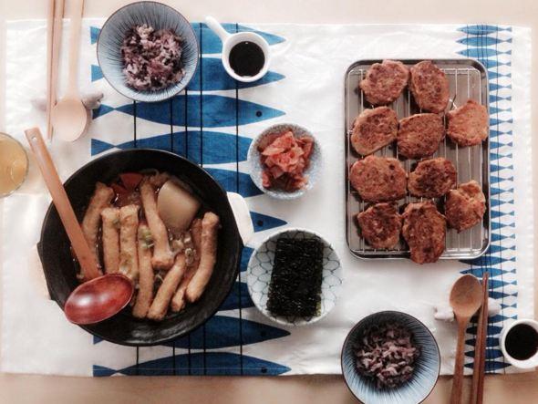 一鍋魚丸湯,一盤金槍魚餅,一小碟泡菜...朋友,來我家做客吧~