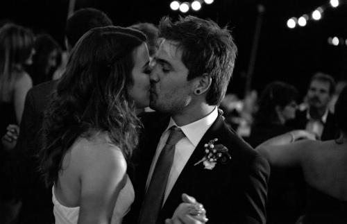 有人說,愛情是「我見她之前,從未想到要結婚;我見到她之後從未想過要娶別的女人」。 那麼愛情,便是滿足。