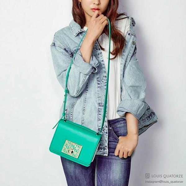 包包是TTS代言站台的Louis Quatorze,當天的機場時尚,太妍和Tiffany是同款雙色的CP造型!