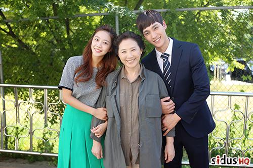 在KBS週末劇《拜託了,媽媽》張彩莉一角