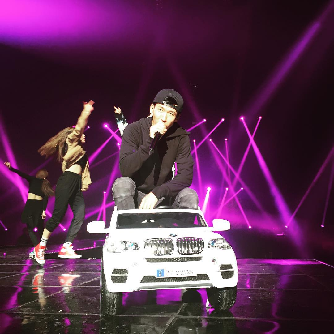 TOP 6. Incredivle x Tablo x Jinusean - 歐巴車  YG娛樂在饒舌選秀節目《Show Me the Money4》中雖然沒有特別亮點,但這首《歐巴車》卻在音源表現上面十分強勁,更曾掀起《歐巴車》模仿潮。