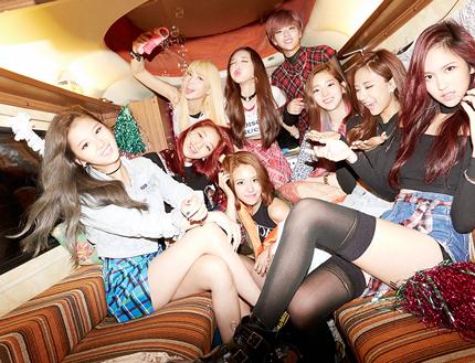 出道至今還未滿100天 還熱呼呼(?)的 JYP家的小師妹女子團體「TWICE」 不僅靠著努力逆襲音源榜