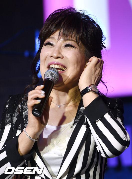 TOP 4. 盧士燕 - Wish  老牌歌手盧士燕睽違7年的再度回歸,掀起了老一代的共鳴,也引起更多年輕人的注目,一舉站上第四真的是沒想到呢~