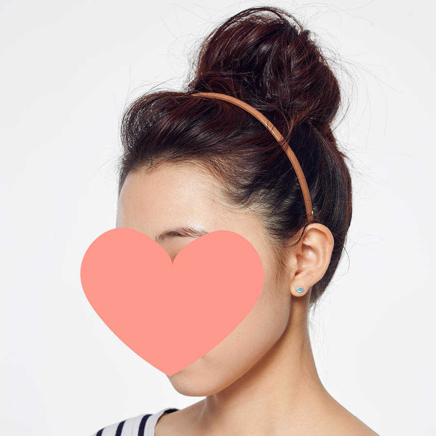 這樣的髮型也會有小臉的效果喔! 冬天怕脖子會冷的話,圍上圍巾也很適合