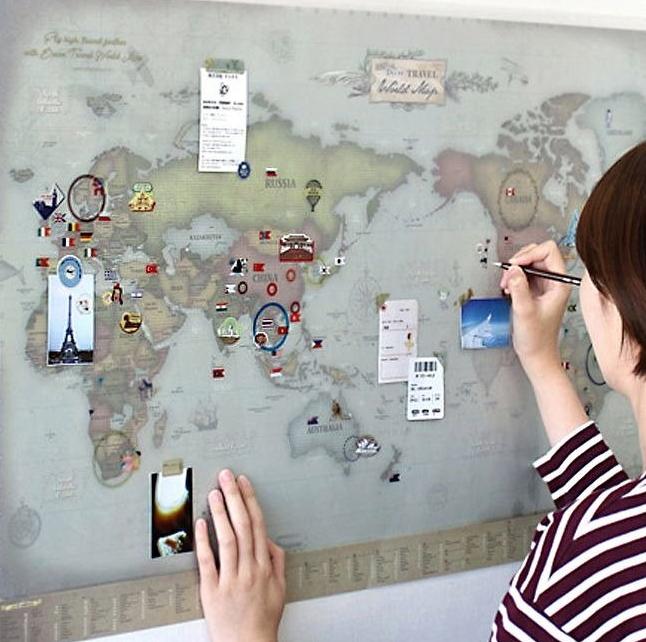 在世界地圖上留下他曾經旅行的足跡,將回憶擺在房間中裝飾特別有感覺。